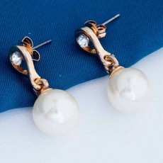 ต่างหูมุกคริสตัล ของขวัญแฟชั่นเกาหลีทรงหยดน้ำสวย 18K Gold Pearl Earrings นำเข้า สีทอง - พร้อมส่งW674 ลดราคา99บาท