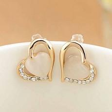 ต่างหูคริสตัล แฟชั่นเกาหลีโอปอลรูปหัวใจสไตล์อัญมณี Heart Crystal Earrings นำเข้า สีขาว - พร้อมส่งW733 ลดราคา99บาท