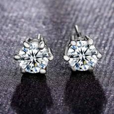 ต่างหูสีเงิน คริสตัลแฟชั่นเกาหลีใส่ได้ทั้งชายหญิง Silver Crystal Earrings นำเข้า - พร้อมส่งW746 ราคา180บาท