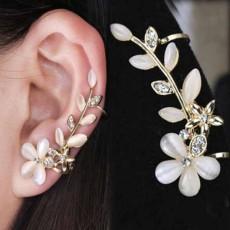 ต่างหูคลิป แบบหนีบรูปดอกไม้แฟชั่นเกาหลีสวยไม่ต้องเจาะหู Clip Ear Cuff  นำเข้า - พร้อมส่งW751 ราคา250บาท