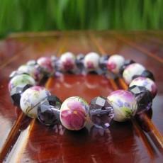 กำไลหินแฟชั่น สร้อยข้อมือหินสีขาวเพ้นท์ลายดอกไม้สลับคริสตัลสีม่วง นำเข้า - พร้อมส่งW786 ราคา250บาท