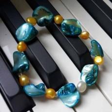 สร้อยข้อมือมุกแท้ แบบกำไลมุกแท้ Genuine Pearl Bracelet นำเข้า สีฟ้า - พร้อมส่งW789 ราคา990บาท
