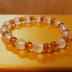 กำไลหินแฟชั่น สร้อยข้อมือหินสีขาวสลับคริสตัลธรรมชาติสีส้ม นำเข้า - พร้อมส่งW820 ลดราคา129บาท
