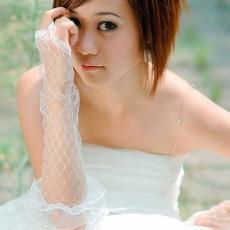 ถุงมือเจ้าสาว เปิดนิ้วลูกไม้ยาวประมาณศอกเข้าชุดแต่งงานเรียบหรู สีขาว นำเข้า - พร้อมส่งW893 ราคา300บาท