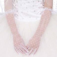 ถุงมือเจ้าสาว ลูกไม้ยาวประมาณศอกเข้าชุดแต่งงานเรียบหรู สีขาว นำเข้า - พร้อมส่งW894 ราคา300บาท