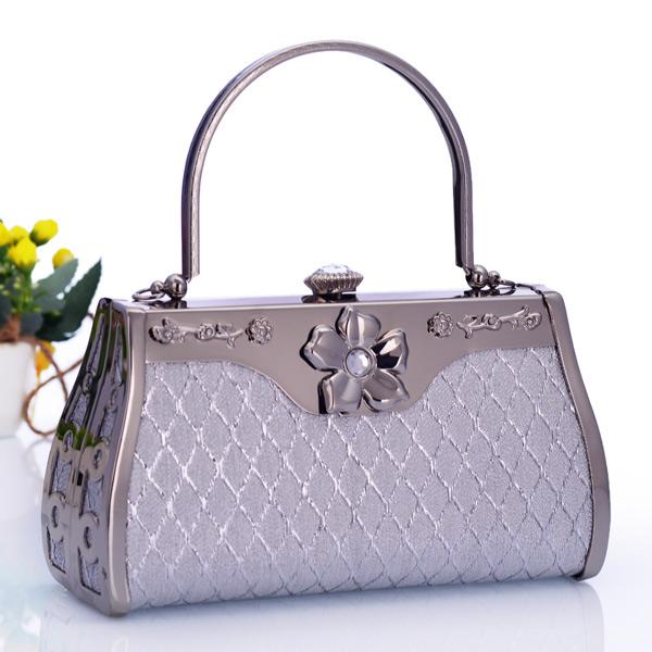 กระเป๋าคลัชออกงาน ถือเข้าชุดราตรีงานแต่งผู้หญิงแฟชั่นเกาหลีดอกเดซี่หรู นำเข้า สีเงิน - พร้อมส่งAP2552 ราคา1500บาท