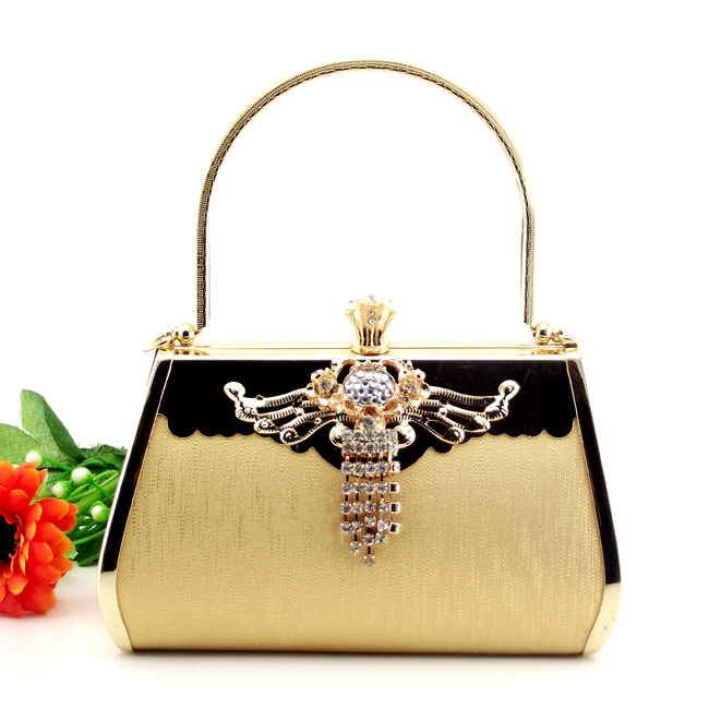 กระเป๋าคลัชออกงาน กระเป๋าถือผู้หญิงแฟชั่นเกาหลีหรูหราเข้าชุดราตรีและงานแต่ง นำเข้า สีทอง - พร้อมส่งAP2556 ราคา1500บาท