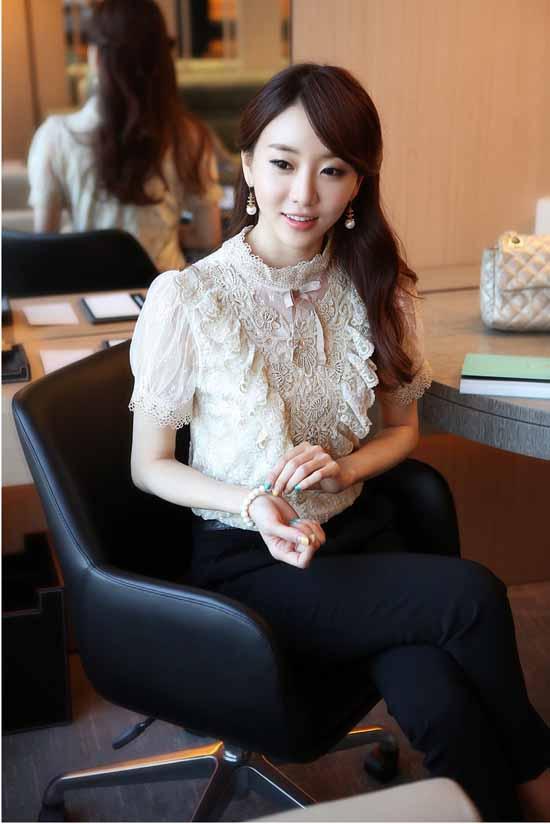 เสื้อลูกไม้ แฟชั่นเกาหลีสวยแขนสั้นคอตั้งหรู นำเข้า ไซส์Sถึง2XL สีเบจ