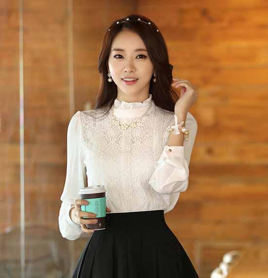 เสื้อเชิ้ต แฟชั่นเกาหลีชีฟองผสมลูกไม้คอระบาย นำเข้า ไซส์SถึงXL สีขาว