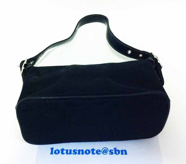 COACH Signature Small Handbag Purse Black Leather ของแท้มือสองจากอเมริกา พร้อมส่ง ราคา2700บาท