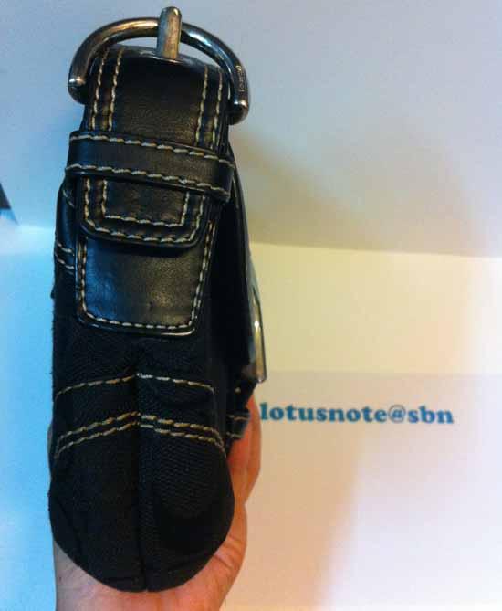 Coach Soho Black Jacquard Logo Signature Hobo Shoulder Bag w/ Leather Trim ของแท้มือสองจากอเมริกา พร้อมส่ง ราคา2750บาท