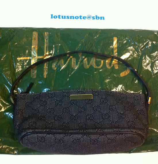 Auth GUCCI GG Accessory Pochette Pouch Bag Purse Black Canvas/Goldtone Metal IT มือสองของแท้ พร้อมส่ง ราคา8900บาท