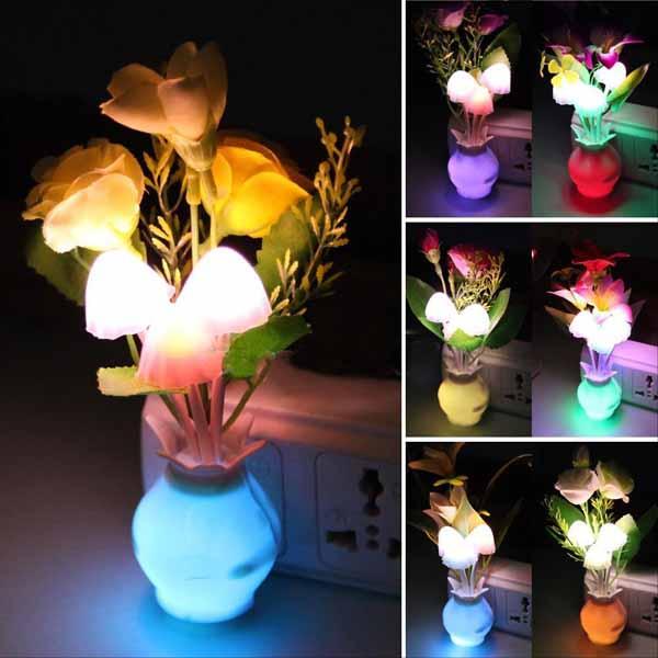 โคมไฟLEDรูปเห็ดดอกไม้มีเซ็นเซอร์เสียบปลั๊กแสงเปลี่ยนสีอัตโนมัติตกแต่งคอนโดห้องนอนนั่งเล่น พร้อมส่งLED1 ราคา590บาท