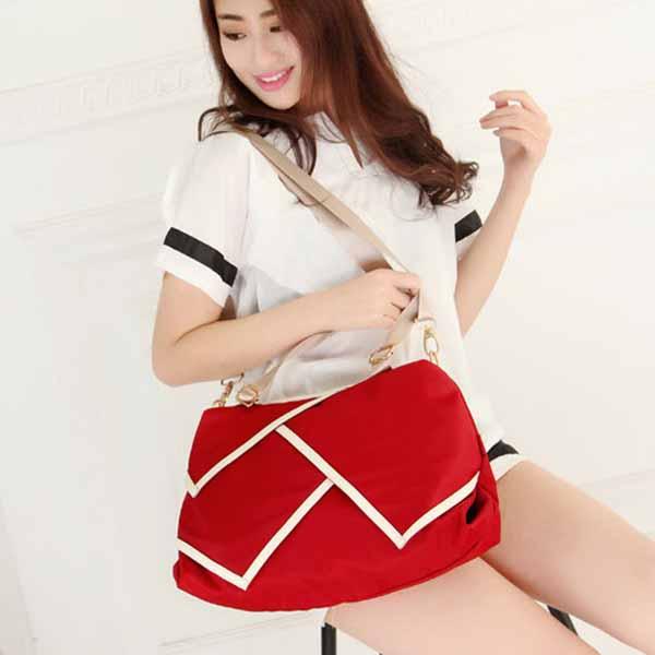 กระเป๋าสะพายผ้าไนลอน แฟชั่นเกาหลีผู้หญิงใบใหญ่มีสายยาวใส่ของได้3ช่อง นำเข้า สีแดง - พรีออเดอร์IS1026A ราคา1250บาท