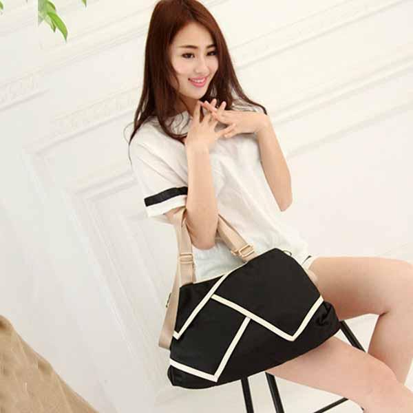 กระเป๋าสะพายผ้าไนลอน แฟชั่นเกาหลีผู้หญิงใบใหญ่มีสายยาวใส่ของได้3ช่อง นำเข้า สีดำ - พรีออเดอร์IS1026A ราคา1250บาท