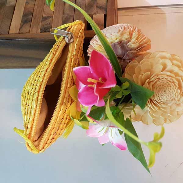 กระเป๋าสานใบเล็ก มีสายสะพายยาวแต่งดอกไม้น่ารักธรรมชาติ นำเข้า สีเหลือง - พร้อมส่งIS1075 ราคา150บาท