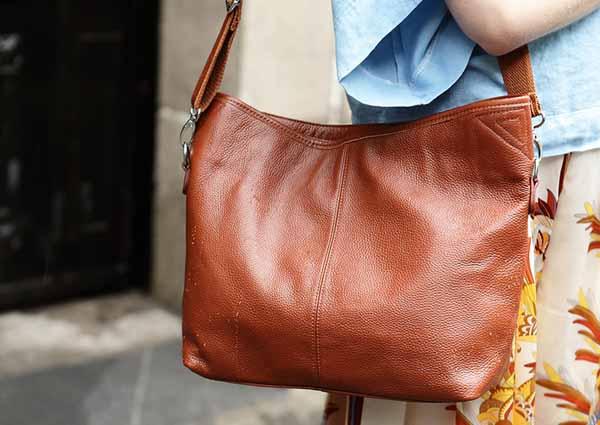 กระเป๋าสะพาย แฟชั่นเกาหลี เทรนด์ใหม่เก๋ถือได้สะพายสวย นำเข้า สีน้ำตาล - พร้อมส่งIS472 ราคา870บาท