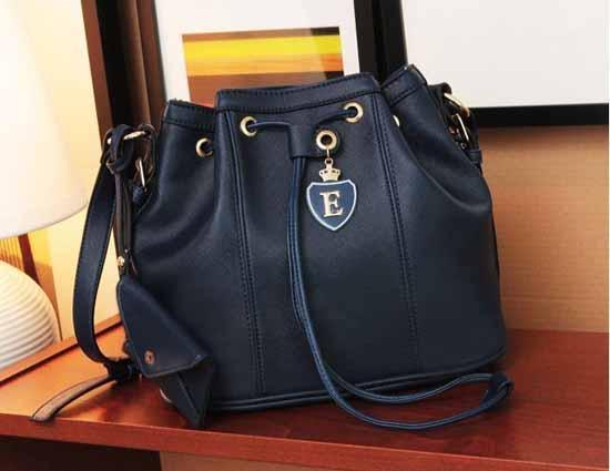 กระเป๋าสะพาย แฟชั่นเกาหลีสวยทรงขนมจีบอินเทรนด์ใหม่ นำเข้า สีดำ - พร้อมส่งIS987 ราคา950บาท