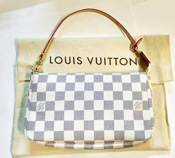 กระเป๋าหลุยส์วิตตอง LOUIS VUITTON DAMIER AZUR POCHETTE Used Like New มือสองของแท้ - พร้อมส่ง ราคา6900บาท
