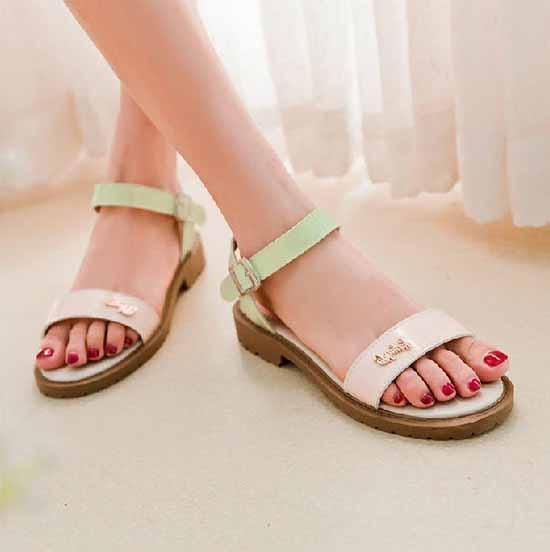 รองเท้าส้นเตี้ย แฟชั่นเกาหลีรองเท้าแตะรุ่นใหม่ นำเข้า ไซส์34ถึง39 สีเขียว