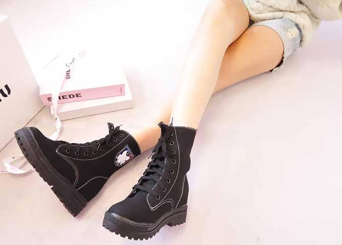 รองเท้าบูทมาร์ติน หุ้มข้อส้นหนากึ่งผ้าใบแฟชั่นเกาหลีวินเทจ นำเข้า ไซส์39 สีดำ - พร้อมส่งRB2223 ราคา1800บาท