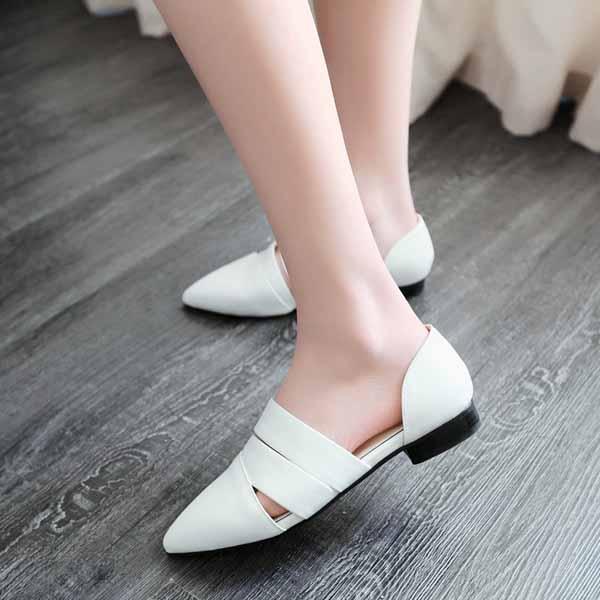 รองเท้าส้นเตี้ย หัวแหลมแฟชั่นเกาหลีดีไซน์สวยเซ็กซี่อินเทรนด์ นำเข้า ไซส์34ถึง39 สีขาว - พรีออเดอร์RB2260 ราคา1750บาท