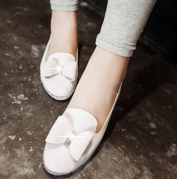 รองเท้าเพื่อสุขภาพ แฟชั่นเกาหลีส้นเตี้ยแต้งโบว์และกลิ้ตเตอร์หรู นำเข้า ไซส์33ถึง43 สีขาว - พรีออเดอร์RB2268 ราคา1550บาท