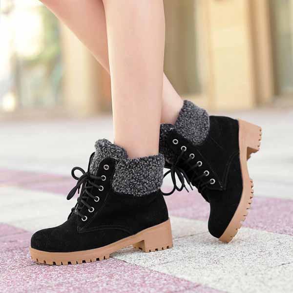 รองเท้าบูทหุ้มข้อ กันหนาวแฟชั่นเกาหลีส้นเตี้ยบุขนรุ่นใหม่ นำเข้า ไซส์34ถึง43 สีดำ - พรีออเดอร์RB22675 ราคา1750บาท