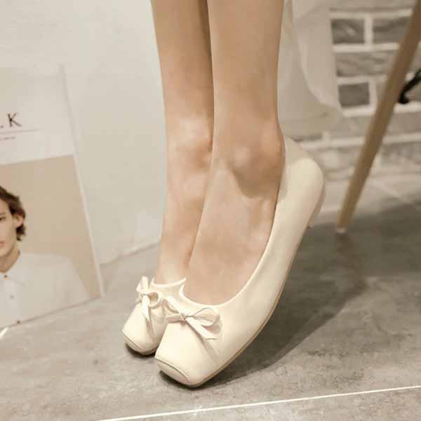 รองเท้าส้นเตี้ยแบน แฟชั่นเกาหลีน่หนังแก้วใส่อกงานหรูสบายๆ นำเข้าไซส์33ถึง43 สีครีม - พรีออเดอร์RB2284 ราคา1400บาท