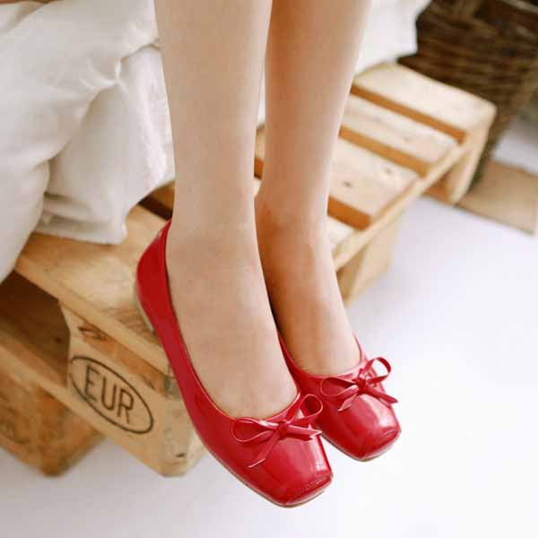 รองเท้าส้นเตี้ยแบน แฟชั่นเกาหลีน่หนังแก้วใส่อกงานหรูสบายๆ นำเข้าไซส์33ถึง43 สีแดง - พรีออเดอร์RB2284 ราคา1400บาท