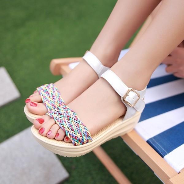 รองเท้าส้นเตารีด มีสายรัดส้นแฟชั่นเกาหลีดีไซน์หนังสานน่ารัก นำเข้า ไซส์34ถึง39 สีขาว - พรีออเดอร์RB2335 ราคา1770บาท