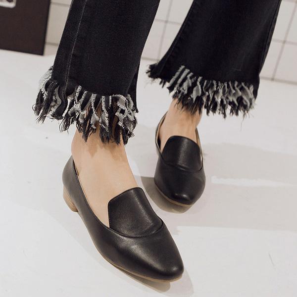 รองเท้าส้นเตี้ย เพื่อสุขภาพเท้าที่ดีแฟชั่นเกาหลีคัทชูหนังสวยใหม่ นำเข้าไซส์34ถึง39 สีดำ - พรีออเดอร์RB2341 ราคา1800บาท