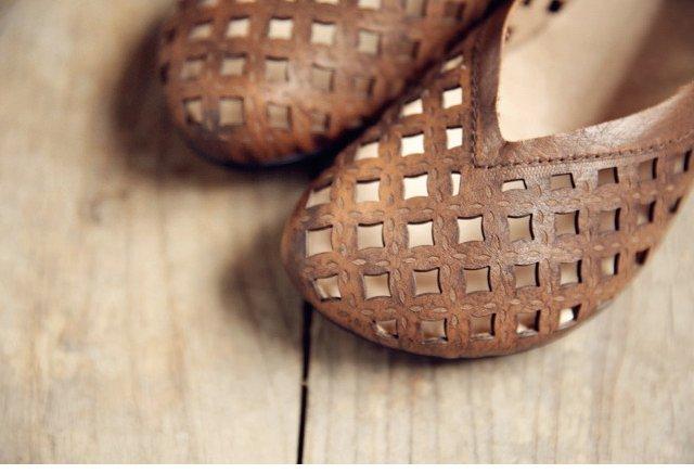 รองเท้าหนังแท้แฮนเมดฉลุลายวินเทจส้นโค้งมนกลมจากเกาหลีแท้ นำเข้า 34-40 สีน้ำตาล พรีออเดอร์RB2358 ราคา3390บาท
