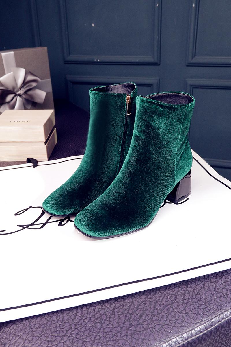 รองเท้าบูทสั้นหนังกำมะหยี่ แฟชั่นเกาหลีหุ้มข้อซิปข้างบุเฟอร์สวม นำเข้า ไซส์33ถึง43 - พรีออเดอร์RB2374 ราคา2350บาท