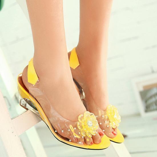 รองเท้าแก้ว ส้นสูงแฟชั่นเกาหลีสวยหรูหราแต่งดอกไม้แก้ว นำเข้า สีเหลือง