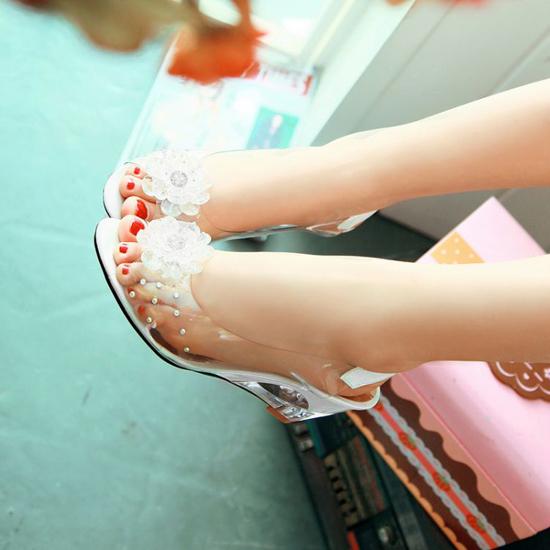 รองเท้าแก้ว ส้นสูงแฟชั่นเกาหลีสวยหรูหราแต่งดอกไม้แก้ว นำเข้า สีขาว
