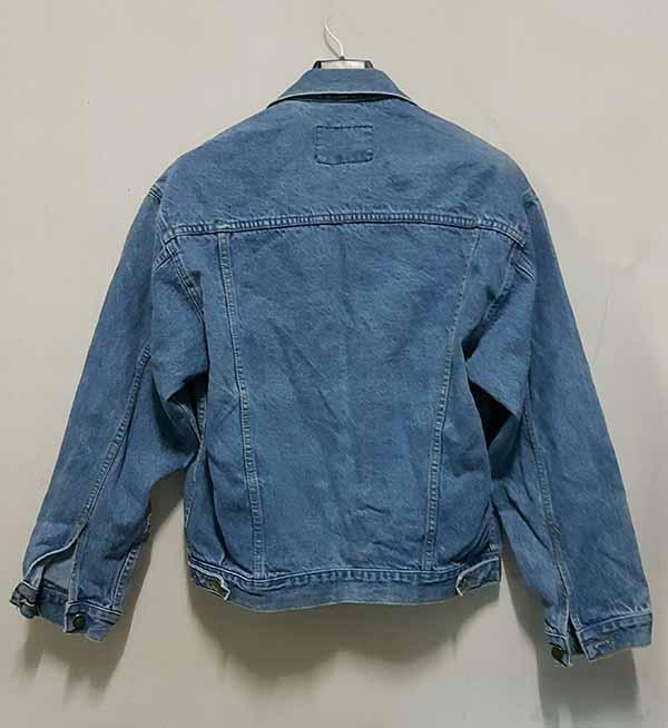 เสื้อแจ็คเก็ตยีนส์ ผู้หญิงแฟชั่นเกาหลีแขนยาวเอวตรงทรงหลวมเทรนด์ใหม่ ส่งออก ฟรีไซส์ - พร้อมส่งTJ7703 ราคา990บาท