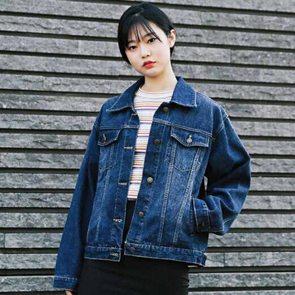 เสื้อแจ็คเก็ตยีนส์ ผู้หญิงแฟชั่นเกาหลีแขนยาวเอวตรงทรงหลวมเทรนด์ใหม่ ส่งออก ฟรีไซส์ - พร้อมส่งTJ7706 ราคา990บาท