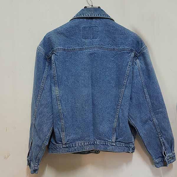 เสื้อแจ็คเก็ตยีนส์ ผู้หญิงแฟชั่นเกาหลีแขนยาวเอวตรงทรงหลวมเทรนด์ใหม่ ฟรีไซส์ สียีนส์ฟอก - พร้อมส่งTJ7727 ราคา990บาท