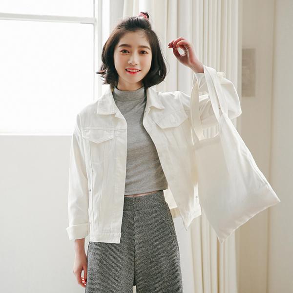 เสื้อแจ็คเก็ตผู้หญิง แฟชั่นเกาหลีทรงหลวมเทรนด์ใหม่แบบเสื้อคลุม ฟรีไซส์ สีครีม - พร้อมส่งTJ7722 ลดราคา890บาท