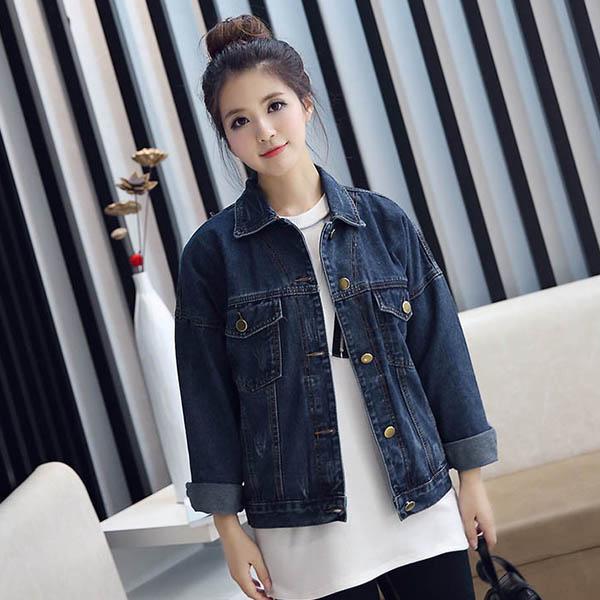 เสื้อแจ็คเก็ตยีนส์ ผู้หญิงแฟชั่นเกาหลีแขนยาวเอวตรงทรงหลวมเทรนด์ใหม่ ฟรีไซส์ สียีนส์เข้ม - พร้อมส่งTJ7726 ราคา990บาท