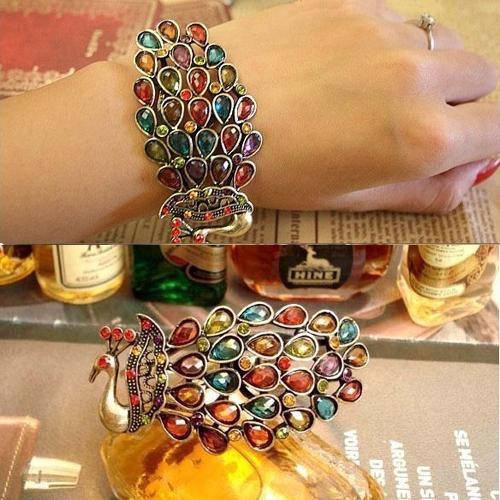 กำไลข้อมือ ประดับคริสตัลหลากสีรูปนกยูงแฟชั่นเกาหลีหรูหรา Rhinestone Peacock Bracelet นำเข้า - พร้อมส่งW150 ราคา550บาท