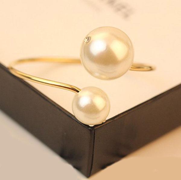 กำไลมุก แฟชั่นเกาหลีมุกคู่ใหญ่หรูหราน่ารักสวยใหม่ Elegant Pearl Bracelet นำเข้า สีทอง - พร้อมส่งW210 ราคา250บาท