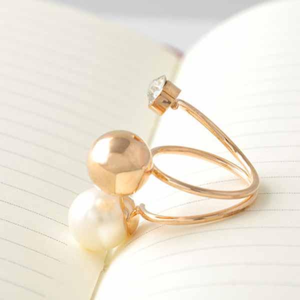 แหวนคริสตัล ใหม่แฟชั่นเกาหลีปะดับมุกขาวสวยหรูหรา Gold Crystal Pearl Rings นำเข้า สีทอง - พร้อมส่งW228 ราคา300บาท