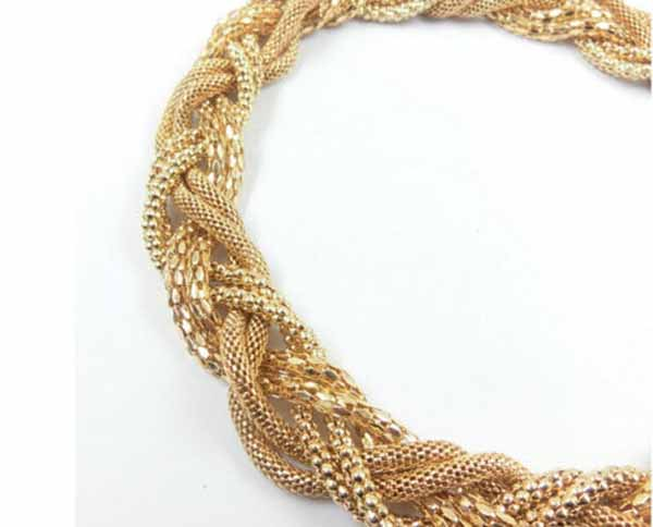 กำไลข้อมือ แฟชั่นเกาหลีสไตล์สร้อยเกลียวโซ่สาน Twisted Bracelet อินเทรนด์ นำเข้า สีทอง - พร้อมส่งW291 ราคา250บาท