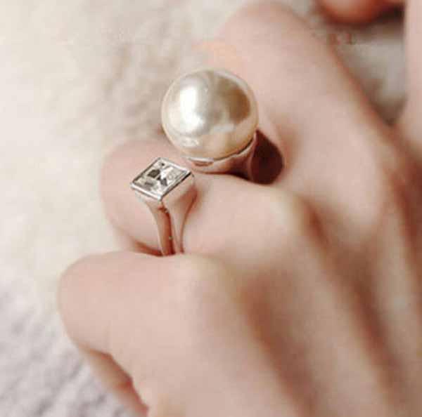 แหวนมุกคริสตัล แฟชั่นเกาหลีสวยหรูหราปรับขนาดได้ Crystal Pearl U Shape Rings นำเข้า - พร้อมส่งW303 ราคา250บาท