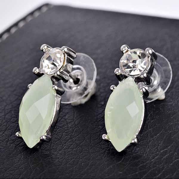 ต่างหูคริสตัล แฟชั่นทองคำขาว14Kหรูคู่เพชรสวิสสีเขียวอ่อน CZ White Gold Earrings นำเข้า - พร้อมส่งW326 ราคา390บาท