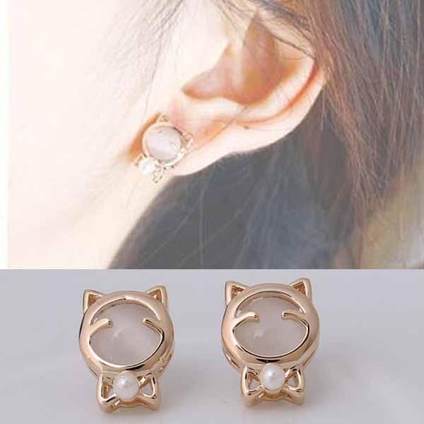 ต่างหูแมวเหมียว ใหม่แฟชั่นเกาหลีประดับมุกน่ารักน่ารัก Lovely Cat Earrings นำเข้า สีครีม - พร้อมส่งW327 ราคา200บาท