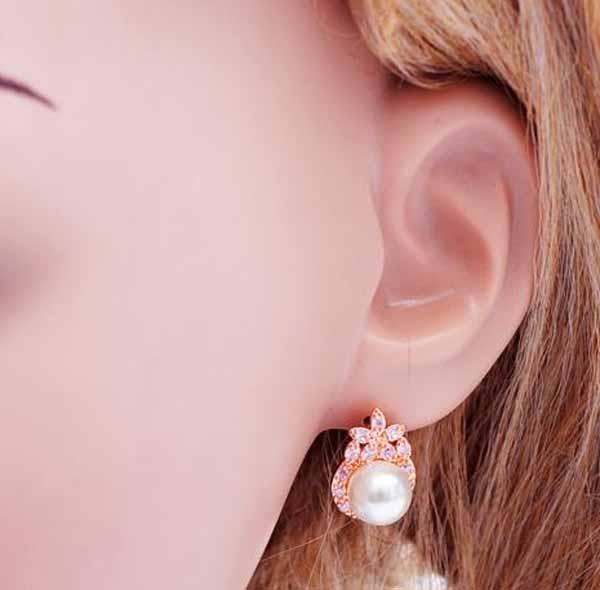 ต่างหูมุก แฟชั่นเกาหลีประดับเพชรสวิสสไตล์อัญมณี CZ Rose Gold Pearl Earrings นำเข้า สีชมพู - พร้อมส่งW334 ราคา450บาท