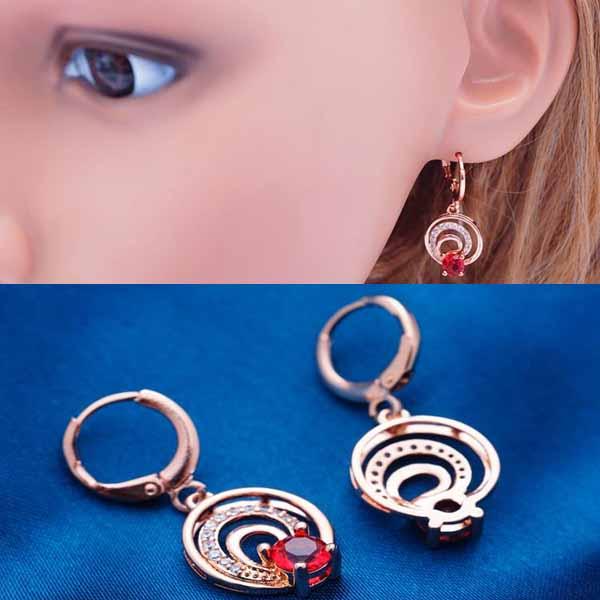 ต่างหูเพชร แฟชั่นเกาหลีแบบห่วงประดับคริสตัลคลื่นน้ำวงกลม CZ Gold Earrings นำเข้า สีแดง - พร้อมส่งW367 ราคา450บาท